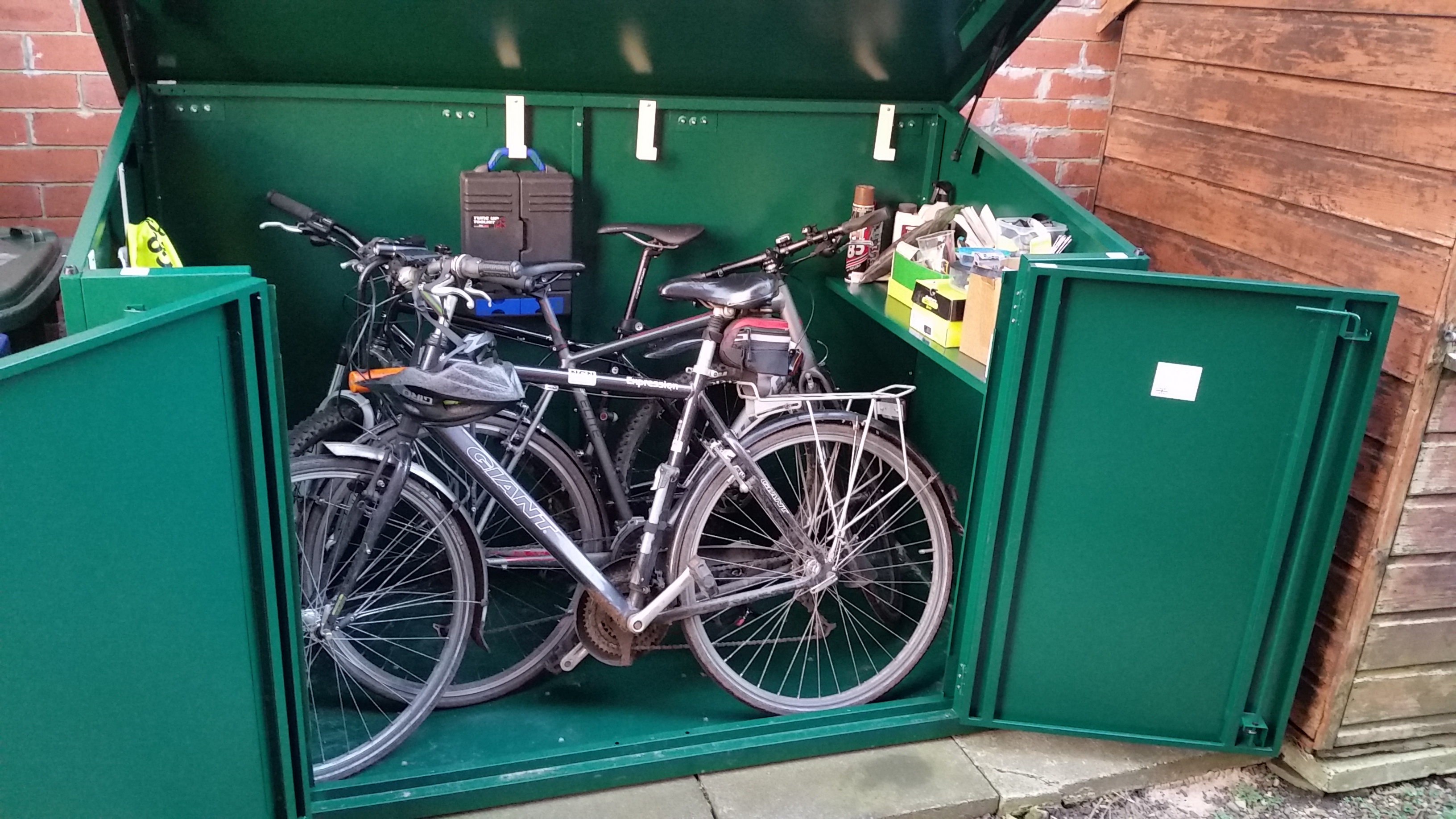 Great quality and secure metal shed - 4 bikes is pushing it though
