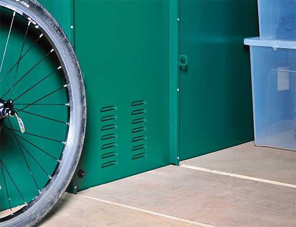 Bike shed with ventilated side panels