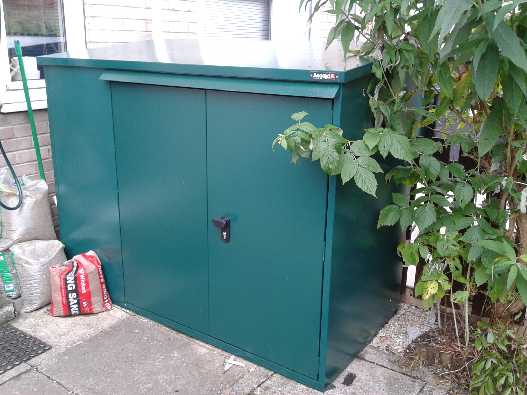 Garden bike shed for storing 3 bikes