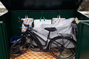 Bike storage reviews: Customer's metal bike safe with vinyl floor