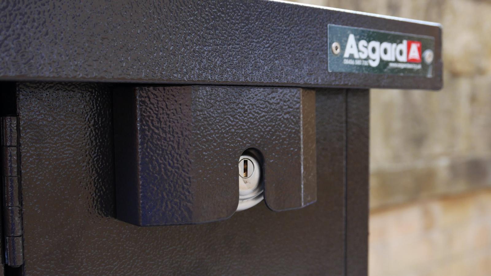 Secure bike storage with hidden locking points